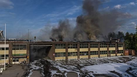 Varasto syttyi tuleen Kajaanin keskustassa.
