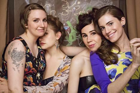 Hannah Horvath (Lena Dunham), Jessa (JemimaKirke), Shoshanna (Zosia Mamet) ja Marnie (Allison Williams) jatkavat kohti uusia sotkuja.