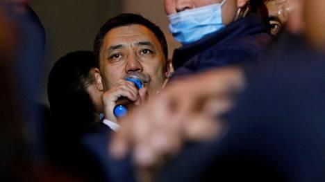 Sadyr Japarov julistautui Kirgisian presidentiksi.