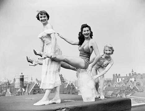 Audrey Hepburn (vas.) vuonna 1949.