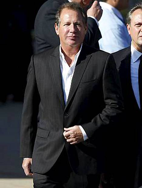 Näyttelijä Garry Shandling osallistui Farrah Fawcettin hautajaisiin.