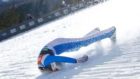 Daniel-André Tande kaatui todella pahasti Planican lentomäen karsintakilpailussa Sloveniassa maaliskuussa 2021.