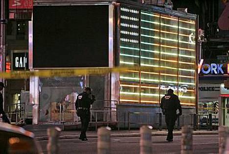 New Yorkissa Times Squarella on tapahtunut pieni räjähdys, joka on saanut poliisin sulkemaan paikallisen metroaseman.