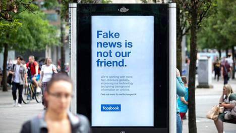 """""""Valeuutinen ei ole ystäväsi"""" kampanjoi Facebook Britanniassa viime vuonna."""