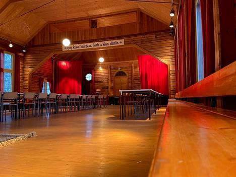 Tuomas Käyhkö suunnittelee järjestävänsä Kutilassa taidefestivaalin sekä mummodiskon, jonne tulee 50 vuoden alaikäraja.