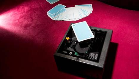 Rulettipöydällä oleva pelikorttiskanneri.