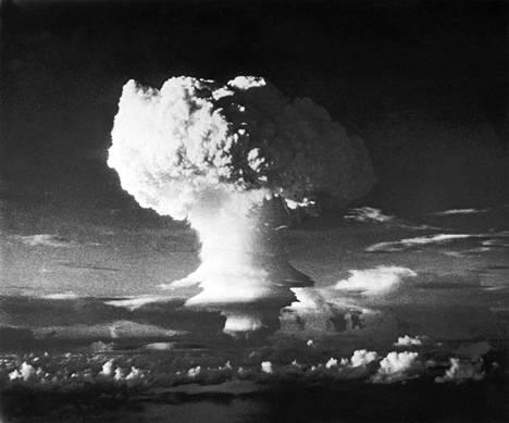 Ensimmäinen vetypommi, Ivy Mike, räjäytettiin Marshallinsaarilla vuonna 1952,