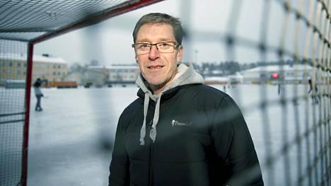 Tommy Ekblom empi aluksi kutsua jääpallojoukkueen valmennukseen mutta päätti tarttua haasteeseen.