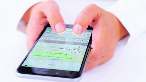 WhatsApp-keskustelut voi tulevaisuudessa laittaa sormenjäljen taakse.