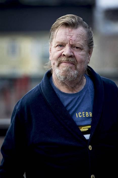 Vesa-Matti Loiri voitti Lapinlahden mielisairaalassa sairaalan pingismestaruuden syksyllä 1979.