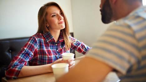 Helppoa uusiin ihmisiin tutustuminen ei näytä olevan, varsinkaan kun mielessä on parisuhde.