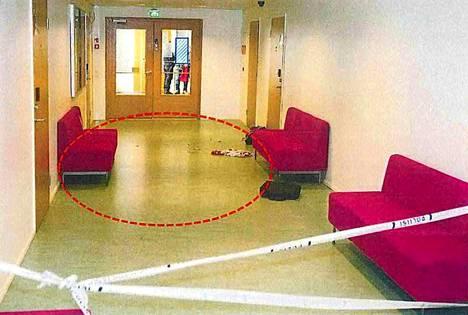 Mies yritti syyttäjän mukaan murhata ex-vaimonsa ammattioppilaitoksen kampuksella. Kuva poliisin esitutkintamateriaalista.