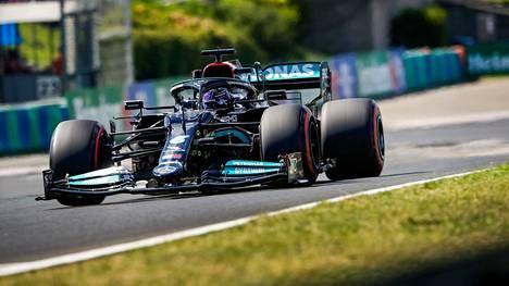Lewis Hamilton ajoi kolmanneksi.