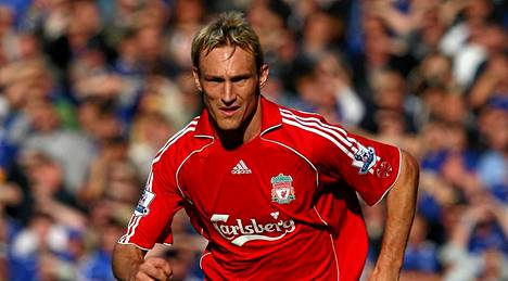Liverpoolin pitkäaikainen toppari Sami Hyypiä listattiin Valioliigan historia 54. parhaaksi pelaajaksi.