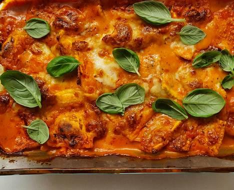 Tuoreet basilikanlehdet eivät kuuluneet reseptiin välttämättömänä osana, mutta toivat ihanaa lisämakua ruokaan.