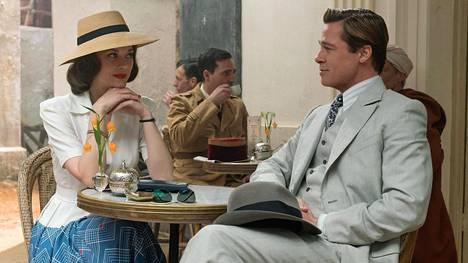 Ranskalainen vastarintataistelija Marianne Beauséjour (Marion Cotillard) ja kanadalainen tiedustelu-upseeri Max Vatan (Brad Pitt) kohtaavat Casablancassa.
