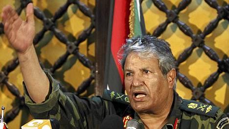 Kapinallisjohtaja Abdelfatah Yunis syyttää Natoa siviilien laiminlyönnistä.