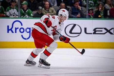 Sebastian Ahon kerrottiin palanneen usean muun suomalaisen NHL-pelaajan kanssa yksityiskoneella Pohjois-Amerikasta Suomeen.