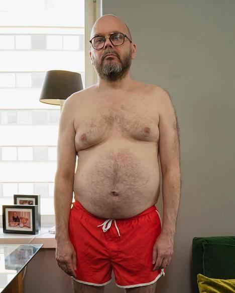 Tältä Lalli Savolainen näytti ennen elämäntaparemonttiaan. Ylimääräisiä kiloja oli kertynyt lähinnä keskivartaloon.
