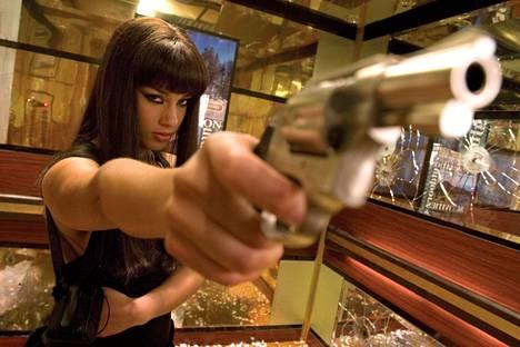 Laulaja Alicia Keyes näyttelee sekopäistä tappajaa Smokin' Aces -elokuvassa.