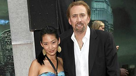 Nicolas Cage patsasteli näin onnellisesti vaimonsa Alicen kanssa viime vuoden kesäkuussa.