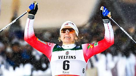 Maiken Caspersen Falla voitti Rukan sprintin näytöstyyliin.