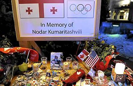 Kelkkailija Nodar Kumaritashvili menetti henkensa olympialaisia varjostaneessa turmassa.