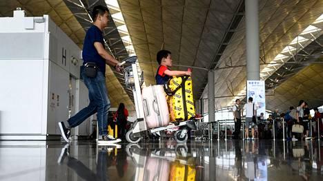 Hongkogin lentokenttä jouduttiin sulkemaan maanantaina mielenosoitusten vuoksi.