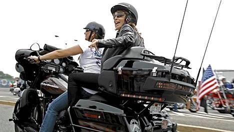Sarah Palin vaihteeksi pärinämimminä.