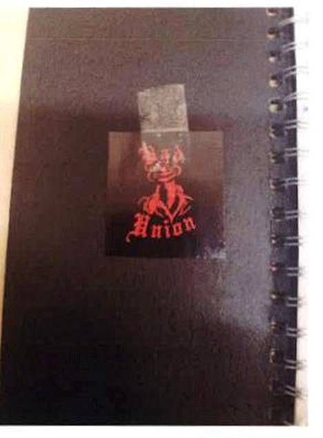 Lyöjän sellistä löytyi muistivihko, jonka kannessa oli United Brotherhoodin alajärjestön Bad Unionin tunnus.