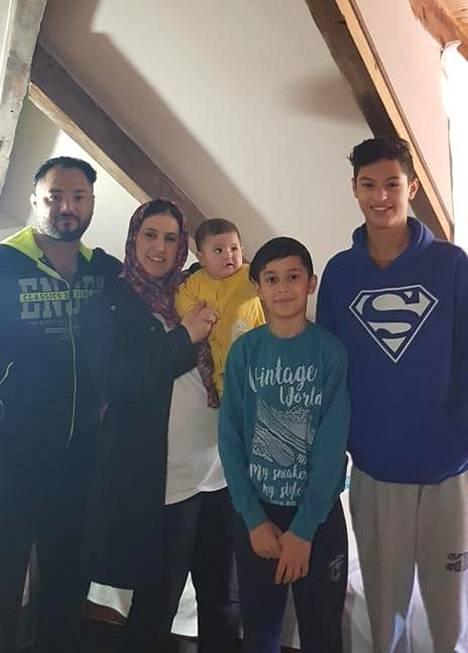 Ahmedin koko perhe samassa kuvassa 23.2.2020.