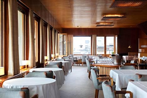 Ravintola Savoy saa ottaa tällä hetkellä asiakkaita puolet enimmäismäärästä, alkoholitarjoilun on päätyttävä kello 17 ja ravintolan on suljettava ovensa kello 19.