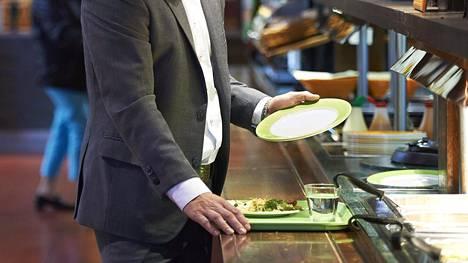 Lehtipihvit ja ribsit ovat huoltoasemien suosituimpia ruokia.