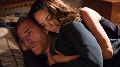 Massimo (Valerio Mastandrea) rakastuu aikuisena lääkäri Elisaan (Bérénice Bejo), mutta kaipaa yhä edesmennyttä äitiään.