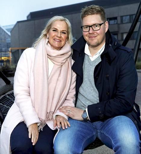 Antti ja Kaija ovat huomanneet, että asenteet ovat muuttuneet suvaitsevaisemmiksi monissa asioissa.