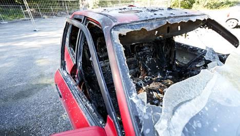Sanni Utriaisen auto poltettiin sisältä.