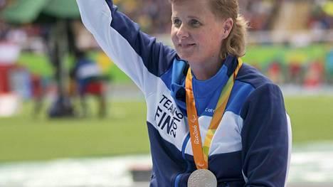 Marjaana Heikkinen voitti hopeaa keihäänheitossa. Kuula ei lentänyt palkintosijoille saakka.