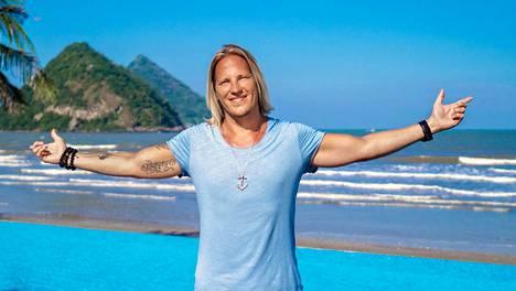 Sami Kuronen juontaa Nelosen tosi-tv-sarjaa Temptation Island Suomi.
