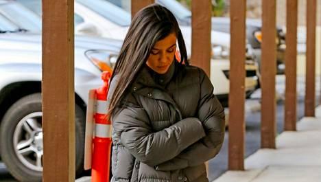 Kourtney Kardashian viihtyy terveyssandaaleissa.