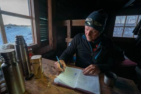 Viimeiset 12 vuotta Aki on elättänyt itsensä kalastusoppaana yrityksensä Grayling Landin (Harjusmaa) kautta.