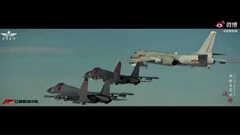 Tarkkasilmäiset huomasivat räjähdyksissä jotain tuttua: käyttikö Kiinan ilmavoimat Hollywood-klippejä propagandavideossaan?