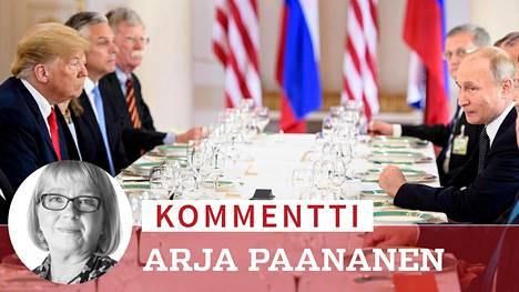 Presidenttien delegaatiot nauttivat lounasta Presidentinlinnassa neuvottelujen välillä.