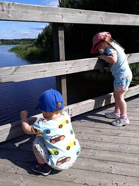 Oma koti kullan kallis. Kuukasjärvet nauttivat Suomen luonnosta ja raikkaasta ilmasta.