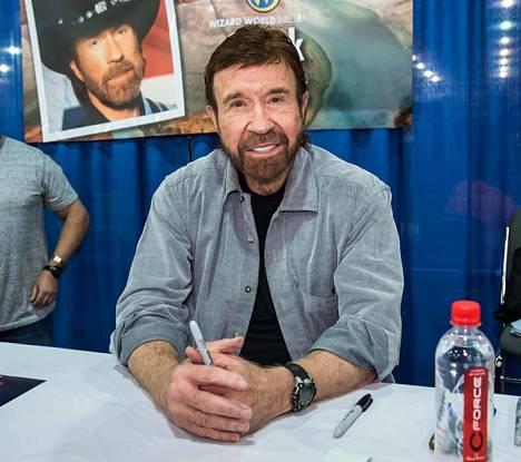 Chuck Norrisin jättisuosion vuodet ovat jo takanapäin, mutta tähdellä on vankka ihailijakunta, joka seuraa tiiviisti hänen tekemisiään.