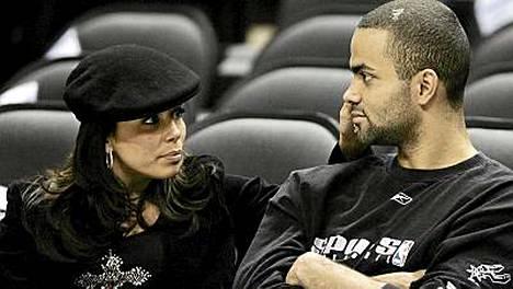 Eva Longoria ja Tony Parker koripallo-ottelussa huhtikuussa 2006.