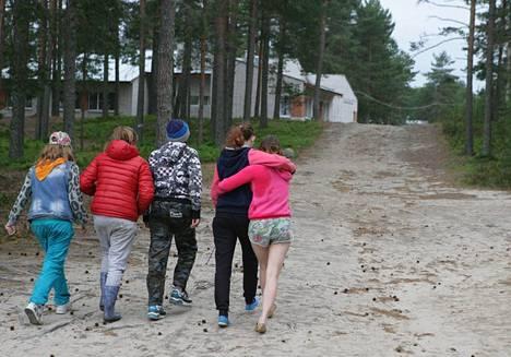 Lapset ja heidän vanhempansa olivat valittaneet olosuhteista, mutta leirin johdolle oli annettu korkeintaan huomautuksia.
