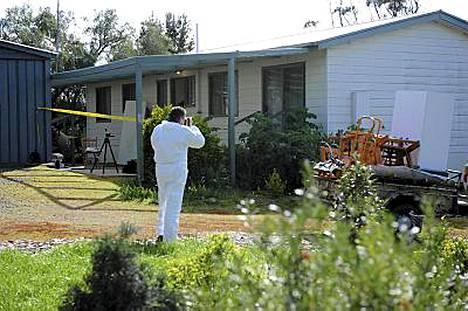 Poliisi tutki surmapaikkaa Callingtonissa, Etelä-Australiassa.