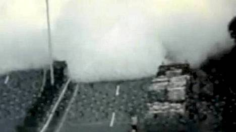 Voimakas räjähdys pimensi nelikaistaisen valtatien.