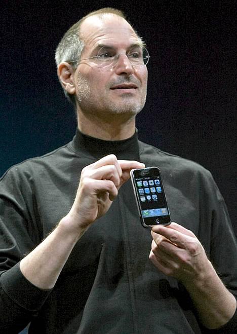 Steve Jobs esitteli ensimmäisen iPhone-mallin Macworld-messuilla tammikuussa 2007.
