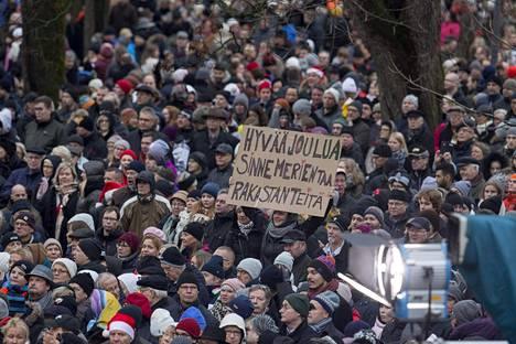 Joulurauhan julistus toi Turun keskustaan tuhansia ihmisiä.